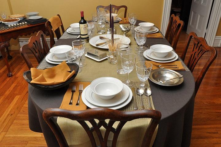 Como pôr a mesa para um jantar